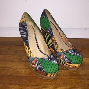 Very cute sz 6 Ankara print heels! Aldo